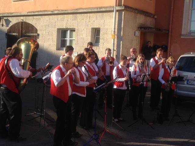 Für den musikalischen Gruß wurde die Sitzung unterbrochen. Unter anderem erklang das Lied der Franken.